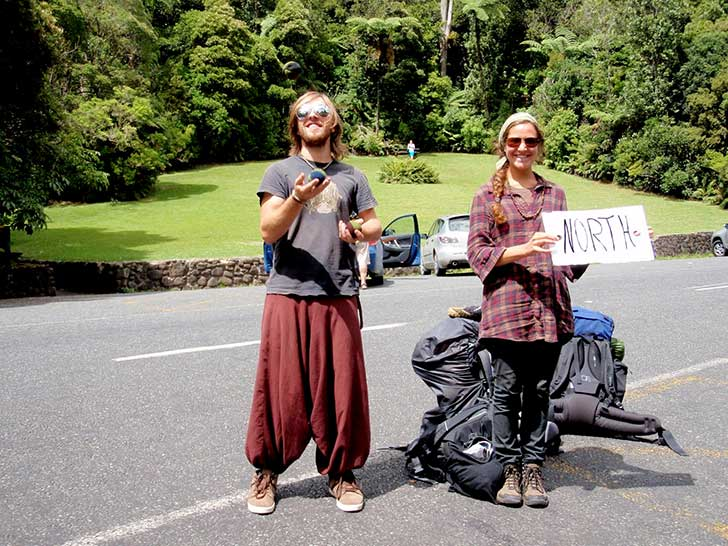 Backpackers-hitchhiking2