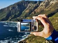 200-frommers-vacation-photo-hand-camera-coastline-esp.imgcache.rev1347031305412.web
