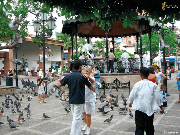 Zona-Romantica-Puerto-Vallarta-2-760x570